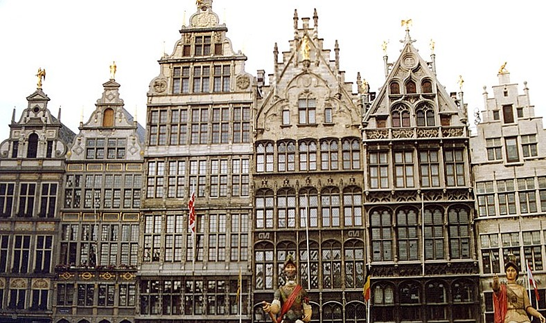 anvers_ou_antwerpen-la_grand_place(16-17e_siecle).jpg